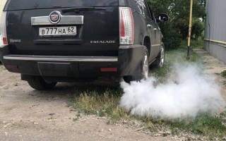 Машина троит и дымит