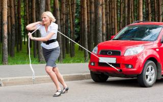 Машина не сразу реагирует на педаль газа