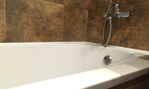 Как снять пленку с акриловой ванны